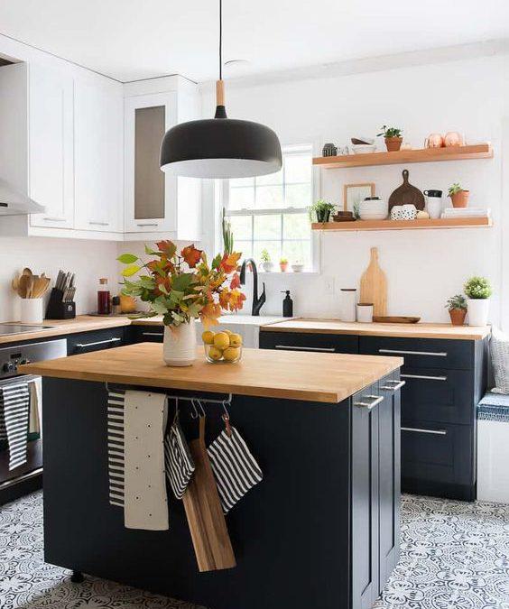 Perché scegliere una cucina nera? Fate largo al colore più iconico del 2021